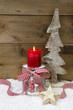 Rustikale klassische weihnachtliche Grußkarte mit Kerze