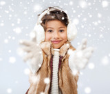 Fototapety happy littl girl in winter clothes