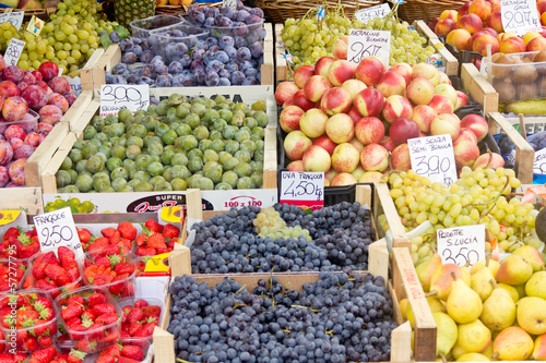 Verkauf von Obst auf dem Wochenmarkt
