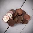 monedas sobre fondo de madera