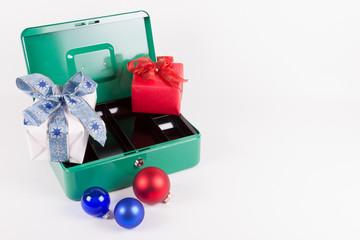 Leere Geldkassette durch Weihnachtseinkäufe