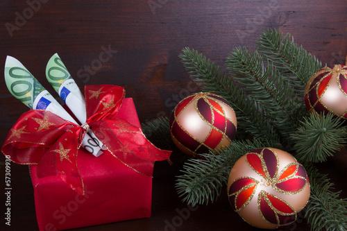 Weihnachtskugeln mit Geldgeschenk