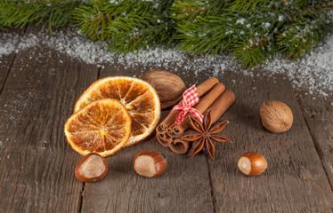 Weihnachtliches Arrangement (IV)