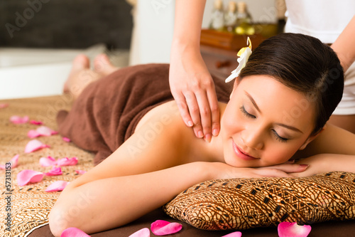 canvas print picture Chinese Woman at wellness massage with essential oils