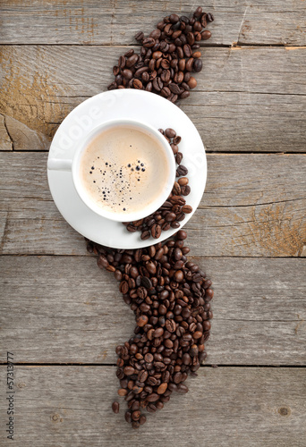 Fotobehang Cafe Coffee cup and beans on wooden table
