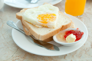 Fried eggs with toasts