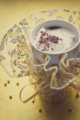 Кофе с мороженым и шоколадной стружкой