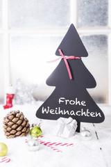 Tannenbaumtafel mit Text Frohe Weihnachten