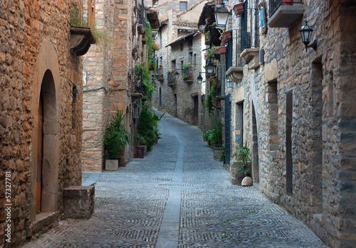 Fototapeta Stare ulicy w średniowiecznej wiosce Ainsa.Aragon.Spain