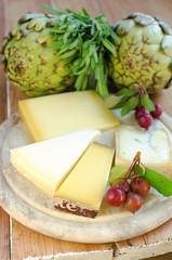 Cheeses with artichokes and crab apples