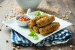 Okara-Gemüse-Röllchen mit scharfer Salsa