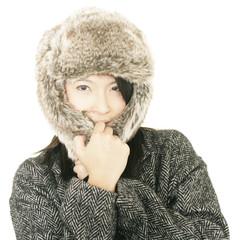 Hübsche Frau in Winterklamotten