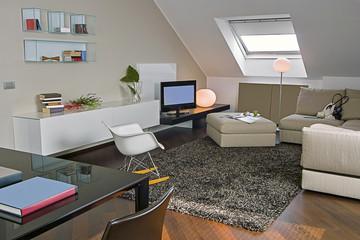soggiorno moderno in mansarda