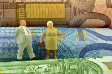 Rentner auf Geldscheinen
