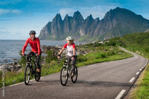 canvas print picture two cyclists relax biking