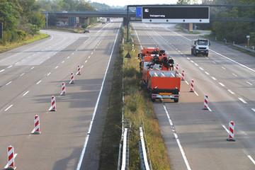 Straßenarbeiten auf 8-spuriger Autobahn