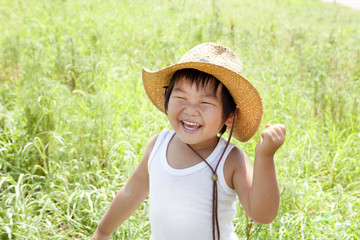 夏の元気な子供