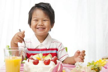 お誕生日の笑顔の子供