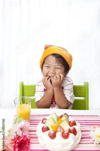 バースデーを喜ぶ子供
