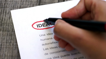 Circling Ideas with a pen (In Spanish)