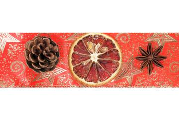 Schleifenband mit Orangenscheibe und Sternanis