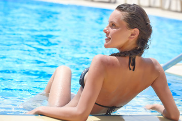 Relax in swimming pool