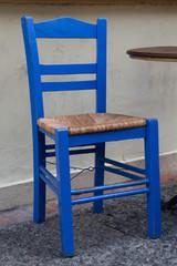 Blauer Stuhl im griechischen Stil