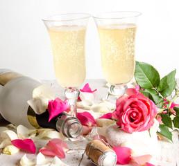 Silvester für Verliebte: Anstoßen mit Champagner