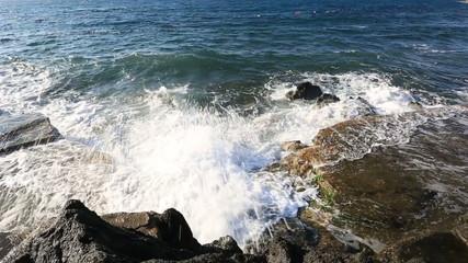 waves break on rocks