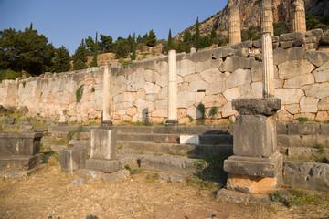Пейзаж с античными руинами в Дельфах