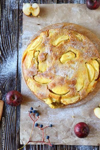apple-quince round cake, top view