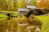 Fototapeta Virginia's Mabry Mill on the Blue Ridge Parkway in the Autumn se