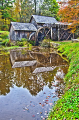 Virginia's Mabry Mill on the Blue Ridge Parkway in the Autumn se