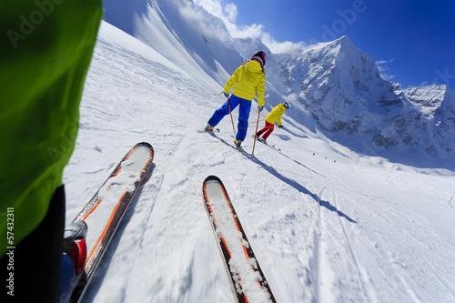 Papiers peints Glisse hiver Skiing, skiers on ski run - child skiing downhill