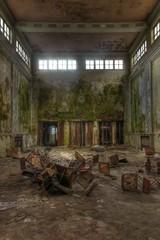 Alte verlassene große Halle