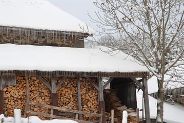 Reserve de bois pour l'hiver