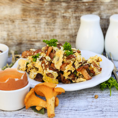 Chanterelle - scrambled eggs with fresh chanterelle