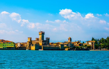 Eine Festungsanlage am Meer