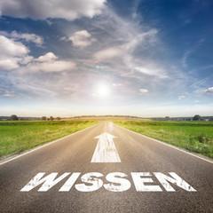 """Straße mit dem Wort """" Wissen"""""""