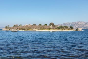 Eiland in het Bafa meer