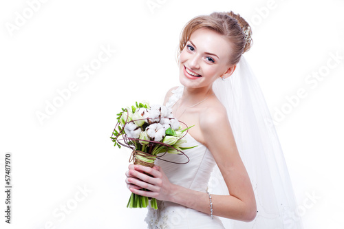 Bride portrait.Wedding dress. Wedding flowers.
