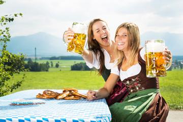 Frauen mit Bier