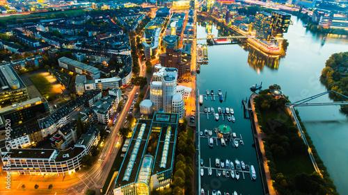 Düsseldorf bei Nacht - 57500520