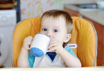 baby drink from baby cup