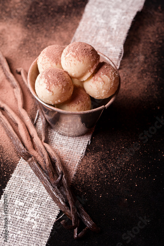 sweet white chocolate pralines with vanilla bean