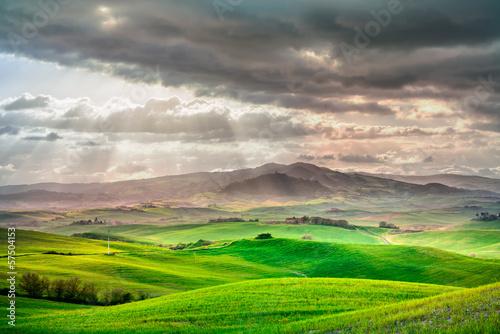 Naklejka Toskania, zachód słońca, krajobraz wiejski. Włochy