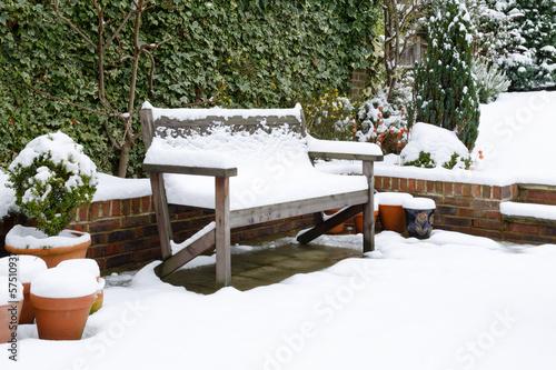 Fotobehang Tuin Garden patio bench with snow