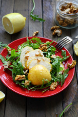 crispy salad with pears and walnuts