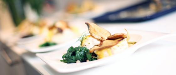 Fisch auf einem Teller angerichtet