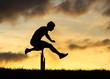 Silhouette eines Hürdenläufers